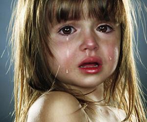 crianca-chorando-banho-plano-de-saude-clinipam-em-curitiba-1-300x250e (1)